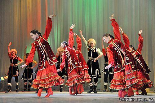 В программе: фрагменты из балетов, классические и народные танцы