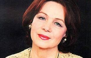 Министр Амина Шафикова поздравила народную артистку РФ Нурию Ирсаеву с юбилеем
