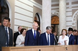 Рустэм Хамитов и Алмазбек Атамбаев посетили Музей археологии и этнографии