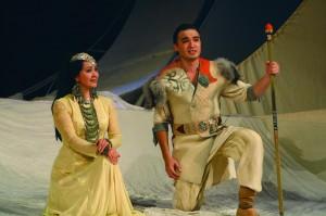 Сара Буранбаеваның юбилей кисәһе уңайынан театрлаштырылған музыкаль тамаша тәҡдим ителә