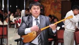 Казахстан на фестивале «Берҙәмлек» представит импровизатор казахских народных песен, композитор-певец  Азамат Мукатов