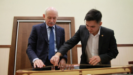 "Rustem Khamitov met with the leader of the Bashkir ethno band ""Yatagan"""