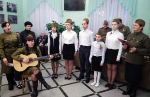 В Национальном молодёжном театре открылась выставка, посвящённая 75-летию победы в Сталинградской битве