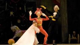 Башкирский театр оперы и балета приглашает зрителей на новогодние спектакли