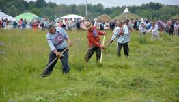 В Кармаскалинском районе все желающие смогут посоревноваться в искусстве косьбы сена на празднике «Звени, коса!»