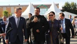 Радий Хабиров Голливуд актеры Стивен Сигал менән осрашты
