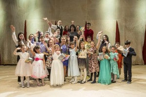 "Children's theater studio ""Samrau"" announces the set"