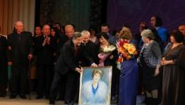 Кумир нескольких поколений Гюлли Мубарякова отметила свой юбилей