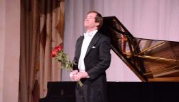В Уфе российский пианист Николай Луганский презентовал рояль «Steinway»