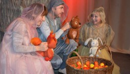 """The Bashkir State Puppet Theater presented the premiere for the youngest spectators """"What does autumn sing about?""""."""