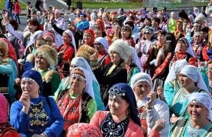 Около 2 тысяч человек приняло участие в Празднике национального костюма в Уфе