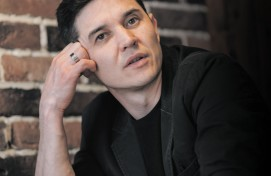 Артист Башдрамтеатра Артур Кабиров приглашает на акустическую программу «Одинокий путник»