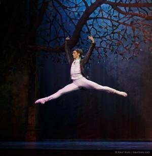 Солист Санкт-Петербургского театра балета им.Л.Якобсона Денис Климук выступит на Нуреевском фестивале