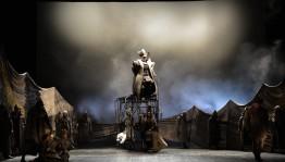 «Сыңғыҙхандың аҡ болото» спектаклдең премьераһы аншлаг менән үтте