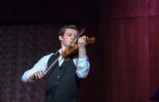 Известны финалисты Международного конкурса скрипачей Владимира Спивакова