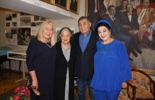 В Башдрамтеатре им.М.Гафури состоялась презентация книги «Из-под шапки-невидимки» памяти Гюлли Мубаряковой