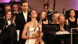 The winner of the II International Violin Competition Vladimir Spivakovis Maria Duenas
