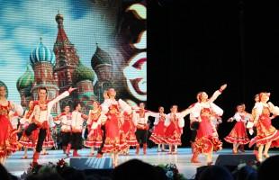 В честь 80-летнего юбилея  ансамблю им. Ф. Гаскарова вручили новый автобус