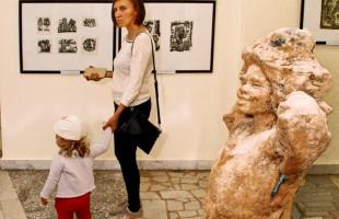 В Уфе продолжается выставка книжной графики Александра Костина