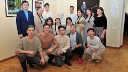 Участники окружного проекта «Театральное Приволжье» устроили перформанс в музее им. М.Нестерова