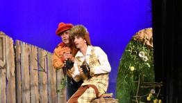 Национальный молодёжный театр им. М. Карима с гастролями в Казани