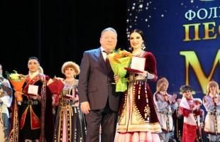 """Артисты ансамбля песни и танца """"Мирас"""" получили государственные награды"""